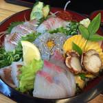 しらす料理の豊洋丸 - 朝どれ海鮮丼 生しらすトッピング