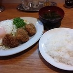 キッチン 司 - ランチ(一口カツ、目玉焼、ライス、みそ汁付) 700円