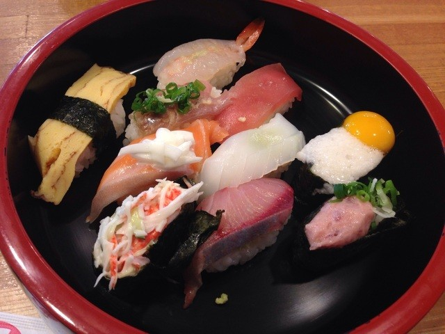 寿司の花子 小鯖店 - 寿司定食(通常702円→ランパスVol.3提示で500円) ●寿司(10カン)・汁