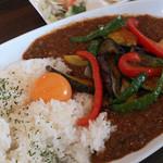 Karetaimu - 季節の野菜たっぷりカレー/玉子のせ