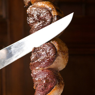 熟練の職人が炭火で焼き上げる『イチボ』。赤身肉本来の旨味を