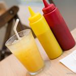 ホームワークス - オレンジジュースは飲み放題なのです。
