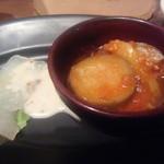 バル オルガン - つき出しは鯛のカルパッチョと野菜のトマト煮