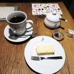 ムーン ファクトリー コーヒー - 深煎りブレンド EFブレンド7、自家製チーズケーキ