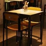 ブロカント - 2名席×8テーブル