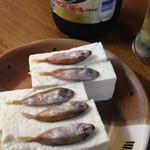 モラ・カフェ - 島豆腐には魚(アイゴ)塩辛が