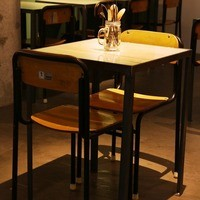 2名テーブル席×8