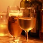 オイノス 野毛 - カラフェの白と生ビール