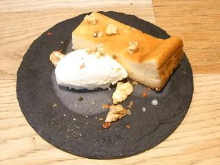 クンセイ ラバー フーモ - 燻製チーズケーキ¥350☆♪