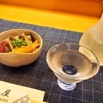 磯屋 - ドリンク写真:付き出しは「鰹のタタキ」