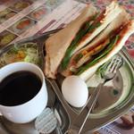 LUMBINI CURRY HOUSE - ボリューム満載のモーニング       Cセット 野菜サンドウィッチ