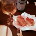 トラットリア シチリアーナ・ドンチッチョ - パンとフォカッチャ、ワインなど