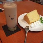 40490290 - ミルクティーとシフォンケーキ