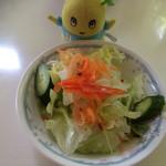 プラージュ - 「チーズ焼きスパゲティ」セットのサラダ   with ふなっしー