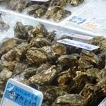 万代島鮮魚センター - 生岩牡蠣