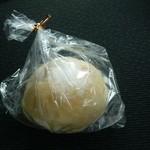 40492794 - 白いクリームパン