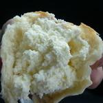 40492995 - 白いクリームパン(特製クリーム)