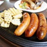 田沢湖 ビールブルワリーレストラン - ソーセージの盛合せグリル