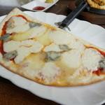 田沢湖 ビールブルワリーレストラン - ゴルゴンゾーラと色々チーズのピッツァ