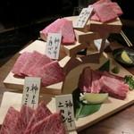 炭火焼肉・にくなべ屋 神戸びいどろ - 神戸牛たち!