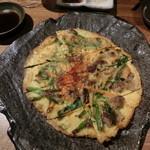 炭火焼肉・にくなべ屋 神戸びいどろ - ぼっかけチヂミ