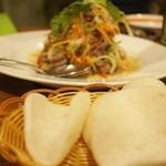 ベトナムちゃん - 牛肉としゃきしゃきフレッシュハーブのサラダ1,200円