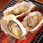 飛梅 - 料理写真:自信の牡蠣の炭火焼き!