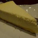 サン・デ・ムーン - \250のチーズケーキ、しっとりと美味しいよ
