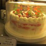 イングリッシュ・パブ ロイヤルハット - ホールケーキもご用意できます。