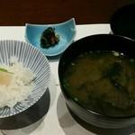 40499752 - 食事:炊き込みご飯、味噌椀、香の物