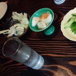 和だいにんぐ 號 - 鶏皮ポン酢、長芋和え、きゅうり漬、塩キャベツ