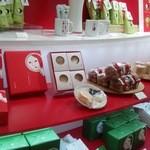 よーじやカフェ 渋谷ヒカリエ ShinQs店 - お菓子も売ってます