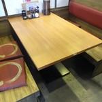40506129 - わたし達がランチを頂いたテーブル席です。この他に、座敷席、カウンター席 もあります。