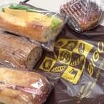 ビゴの店 ドゥースフランス - ハムパン&チーズパン、干しブドウに胡桃