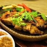タイ国料理 チャイタレー - 2015.8 ガイヤーン(850円)鶏もも肉のタイバーベキューローストチキン