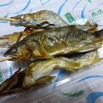 山元馬場商店 - 串に刺した若鮎の塩焼き