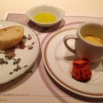 Nord - お口休めの小さなひと品 パプリカのムースとカヌレ。天然酵母のパン
