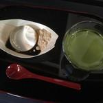 40514106 - 水信玄餅と冷茶 300円
