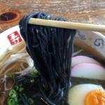 備長の郷 - 備長炭を練り込んだ、真っ黒な中太ストレート麺