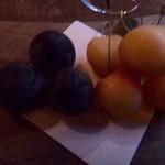 40516135 - 19時からはチャージがかかります(多分1000円)ので、果物が出されます。                       佐藤錦よりも高級な品だそうで「北海道余市の南陽」だとか。