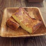 """40516189 - """"フレンチトースト""""                       外側にカリッとした食感を残しながら、中はしっとりとしていて、しかも甘すぎないのが良いです!"""