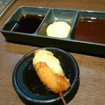 串揚げ 魚武 五代目 - 季節串はソース添えが多く、定番薬味はあまり出番がない