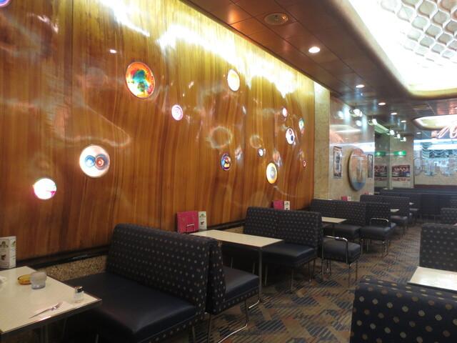純喫茶 アメリカン - この壁がインパクト大♪ 凄すぎる~♪