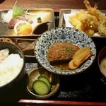 博多 魚市 - ハンバーグ&天ぷらの日替わりランチ880円