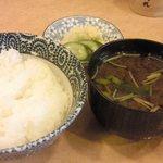 とんかつ割烹 陣屋 - ご飯と味噌汁