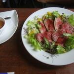 タントグラッツェ - オニオンソース付きローストビーフ丼