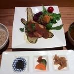 40522319 - 一汁三菜は「豆富とズッキーニのステーキ」