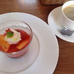 カラパン - スイカなどのフルーツやジェラートのデザート