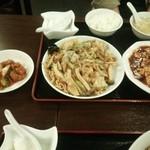 40532004 - 堅焼きそば、麻婆豆腐、鳥から揚げの甘酢あんかけ、スープのセット