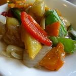 40535372 - 海老と季節野菜の葱 生姜風味黒胡椒炒め
